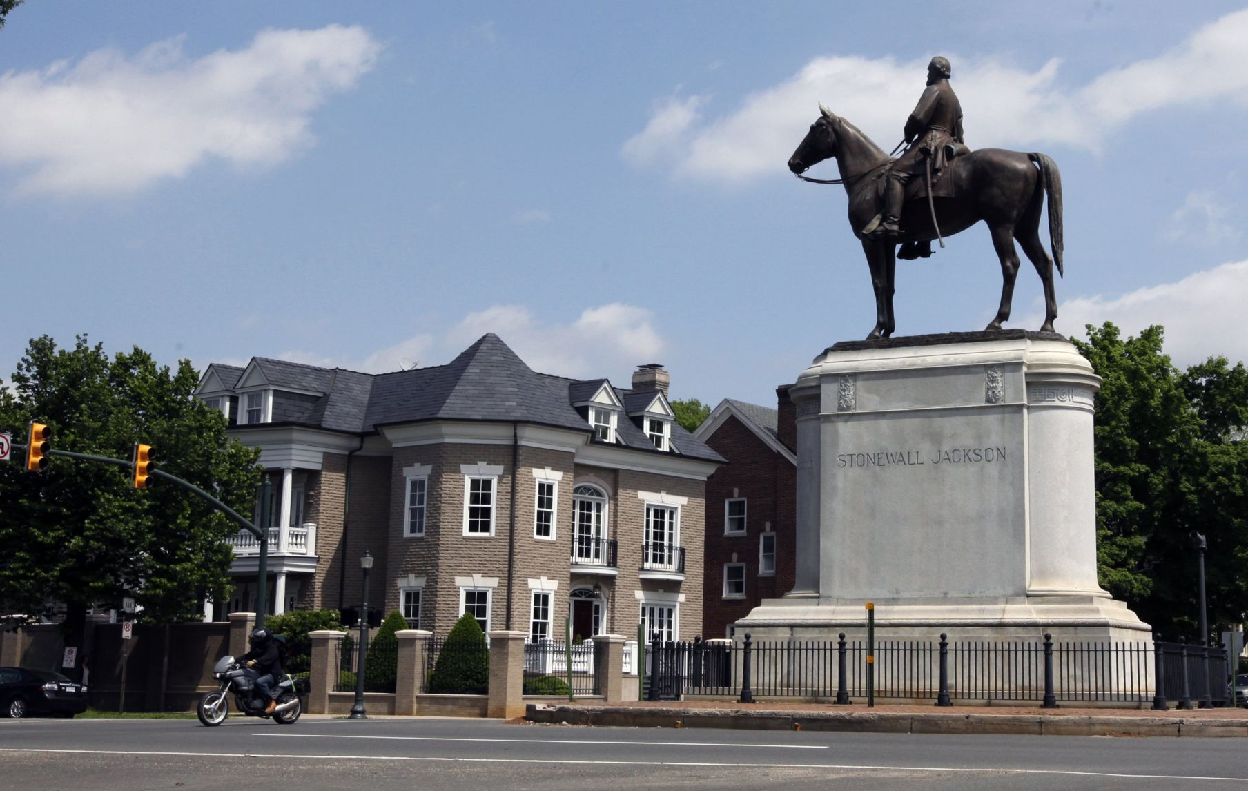 United States  cities step up removal of Confederate statues