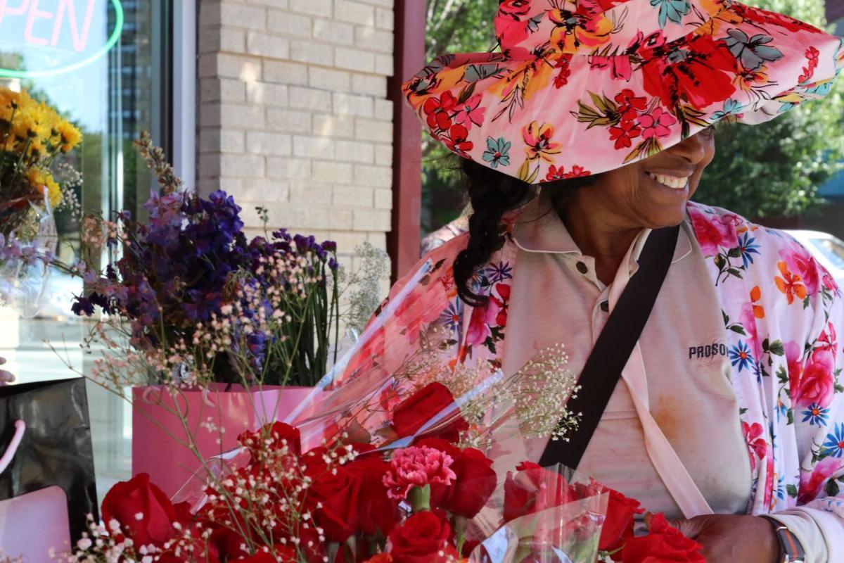 Richmond Flower Lady Sells Bouquets For Graduation Richmond Local News Richmond Com