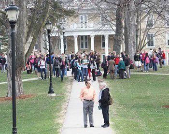 All clear given after bomb threat evacuates buildings at Ripon College (VIDEO)