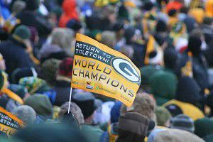 Local residents heat up Lambeau to celebrate Green & Gold champions