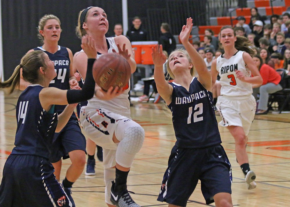 Tigers start new era with 41-32 win over Waupaca