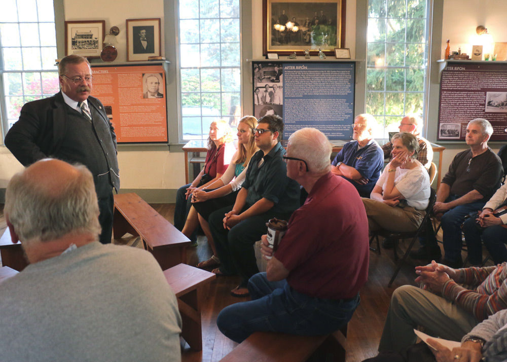Guests get a 'bully' of a talk (photo story)