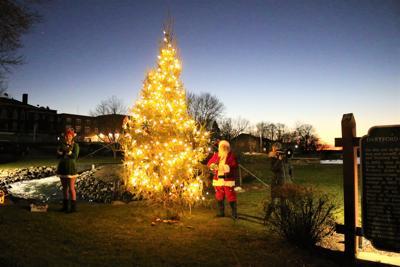 Santa lights the tree in GL