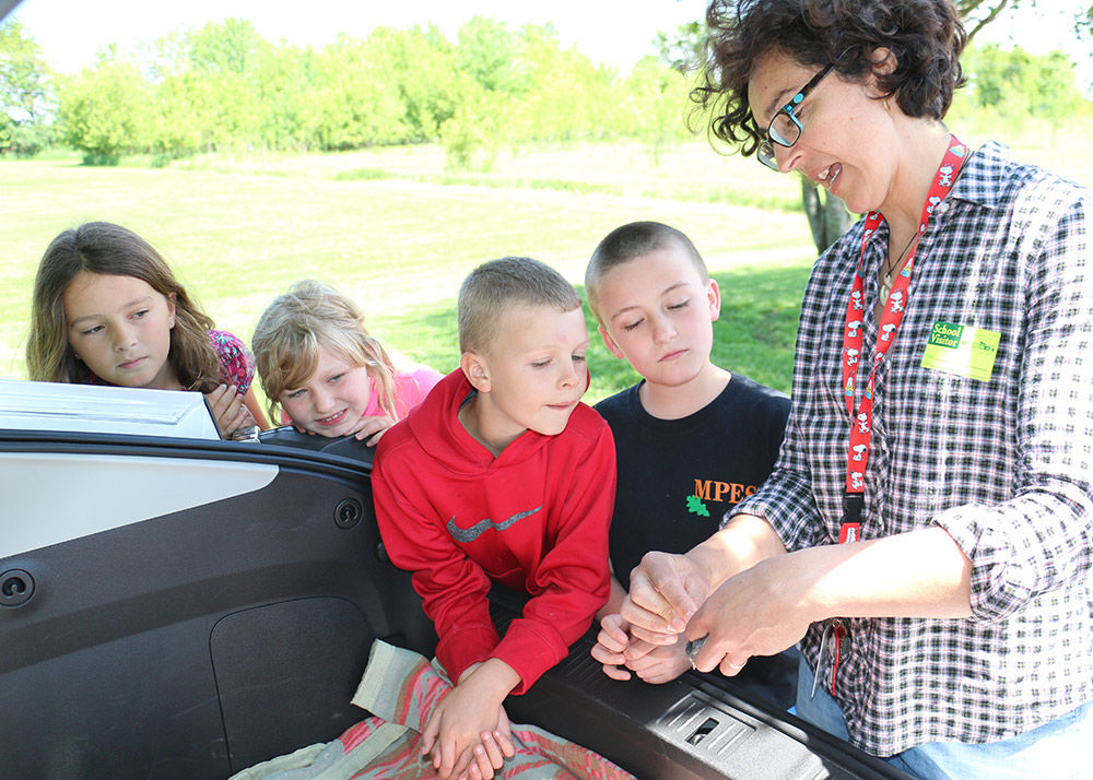Kids get front-row seat for bird banding