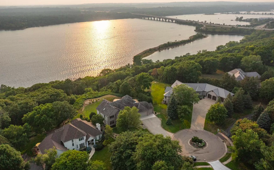 Hudson, Wis., $1,000,000 house for sale