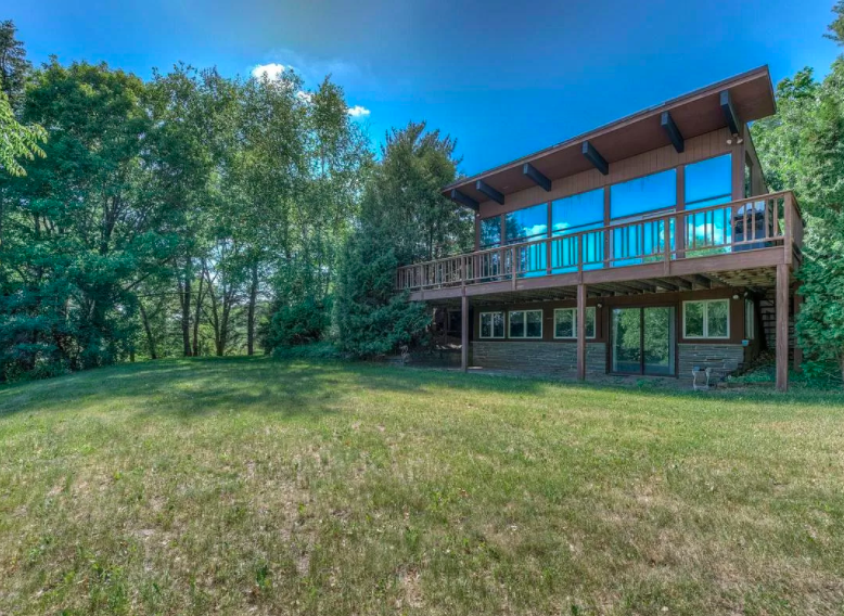 River Falls, Wis., 1960s house for sale 1