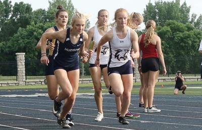 Hudson and River Falls 4x200 relay
