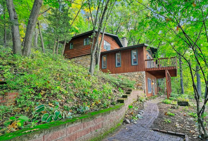 """Hudson, Wis. """"treehouse"""" for sale"""