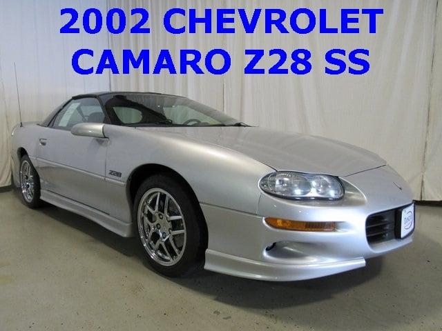 2002 Sebring Silver Metallic Chevrolet Camaro Coupes