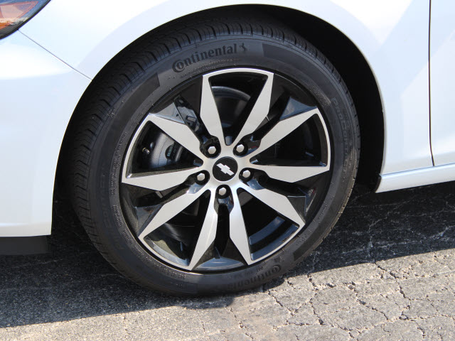 2017 Iridescent Pearl Chevrolet Malibu