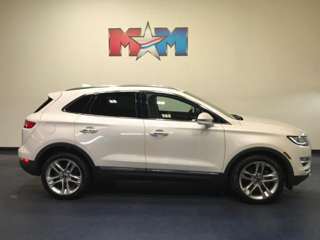 2019 White Platinum Metallic Tri-coat Lincoln MKC