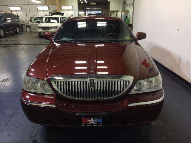 2004 Autumn Red Metallic Lincoln Town Car Sedans Roanoke Com