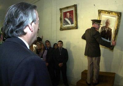 Néstor_Kirchner-Retiro_Retrato_Bignone-Buenos_Aires-Marzo_2004