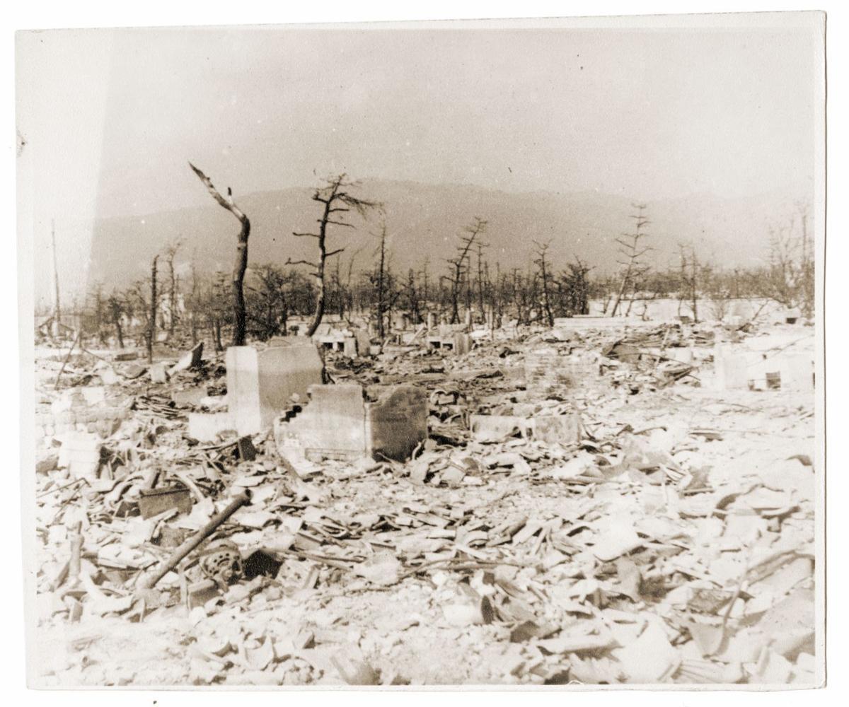Hiroshima_1945_02_copyright-James-M-Warren-III.jpg