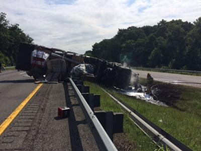 Tractor trailer wreck closes I-81 lanes
