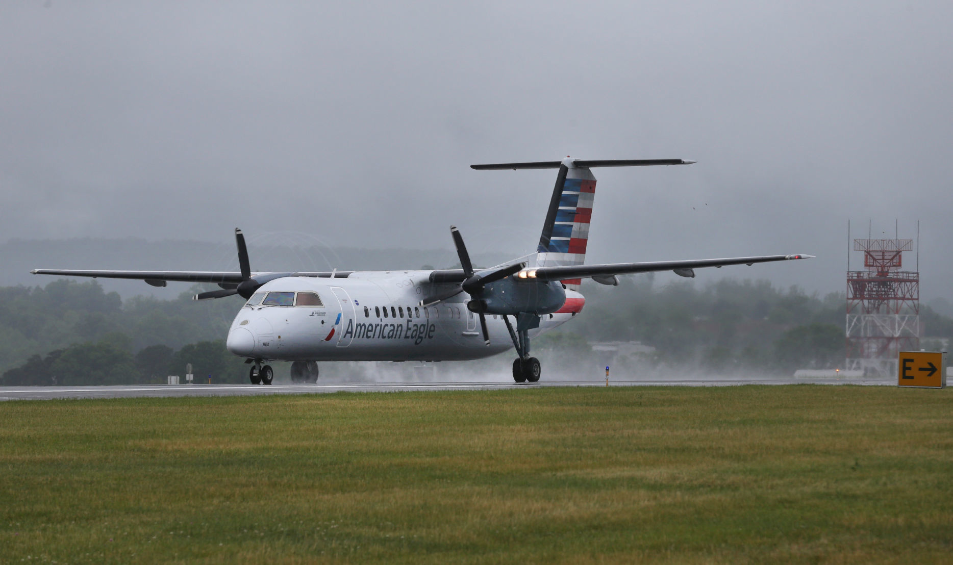 dash 8 turboprop comes in for final landing at roanoke airport rh roanoke com