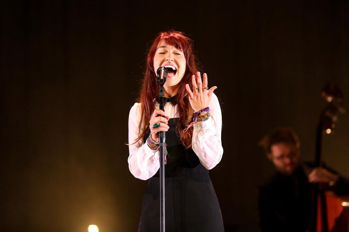 Lauren Daigle Christmas.Singer Lauren Daigle Brings A Jazzy Christmas Show To
