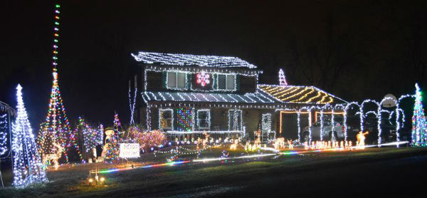 Holiday lights: Lights synchronized to music on Stearnes Avenue ...