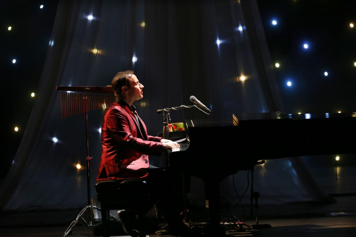 Concert review - Jim Brickman brings intimate Christmas show to ...