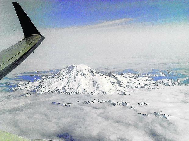 Travel Postcards Vinton Traveler Sees Mount Rainier By