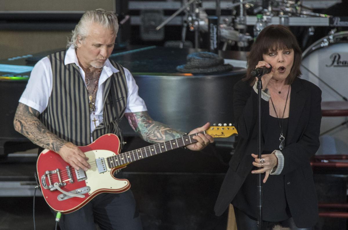 Concert review pat benatar show at elmwood park a rocking family neil giraldo left and pat benatar m4hsunfo