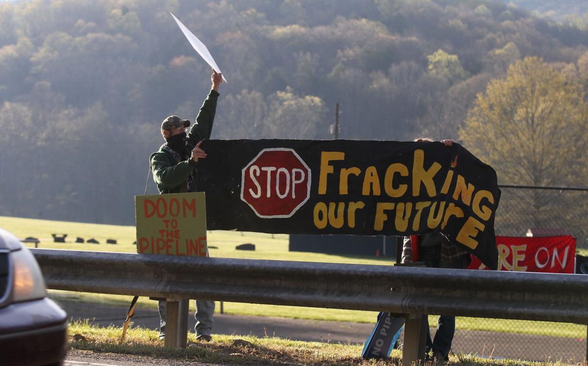 042021-roa-pipelineprotesters-01