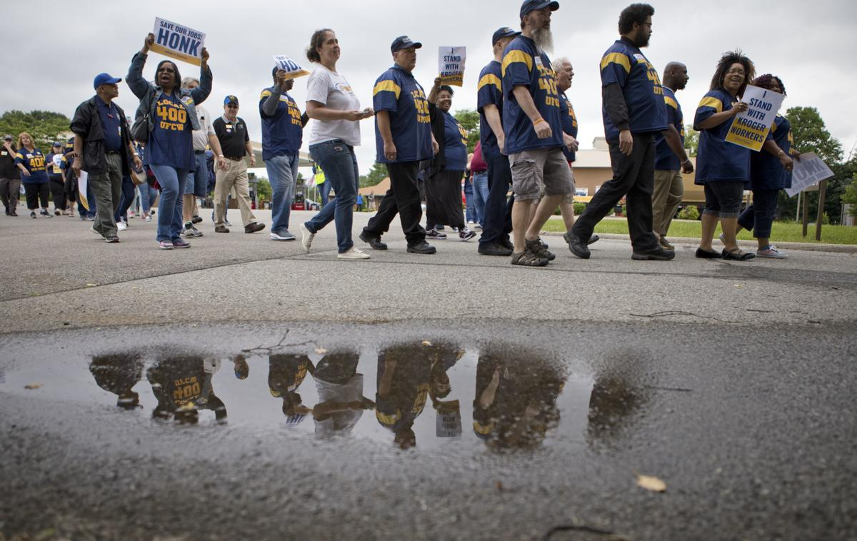 Hundreds of union members show up in Roanoke to protest possible