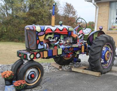 Tractor-art stopping traffic in White House