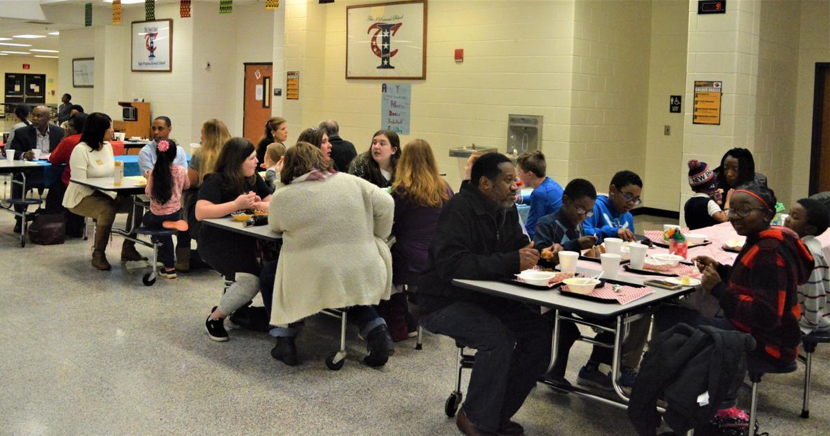 Empty Bowls Dinner raises over $1,000 for Rockdale Emergency Relief