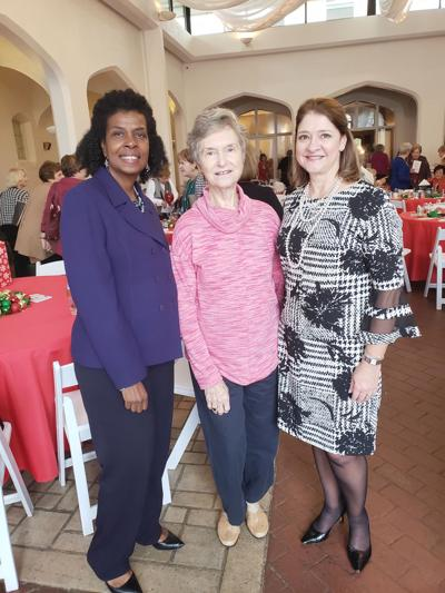 Conyers Garden Club attends fashion show