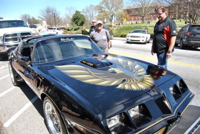 Burt Reynolds Trans Am stops makes a surprise stop in Jonesboro