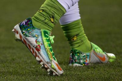 Giants\' Beckham Jr. fined for Craig Sager-themed cleats ...