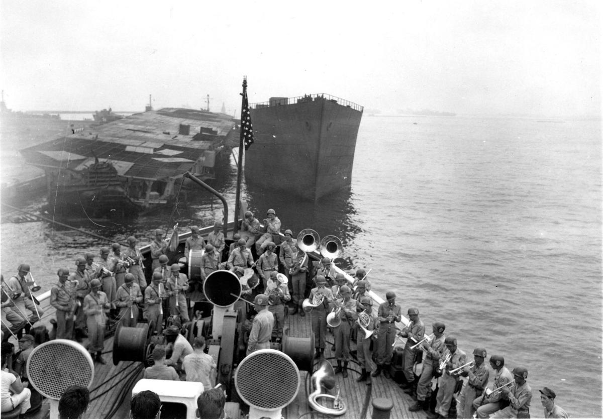 1945-9-20 USNHS Rescue departs Tokyo Harbor.jpg