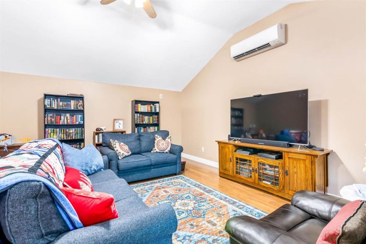 27 Stewart Ln Living Room