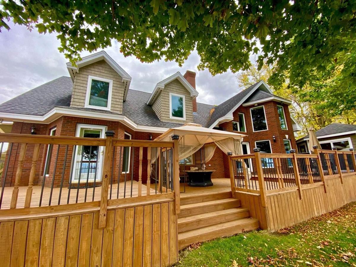 Maquam Shore Road House (15).jpg