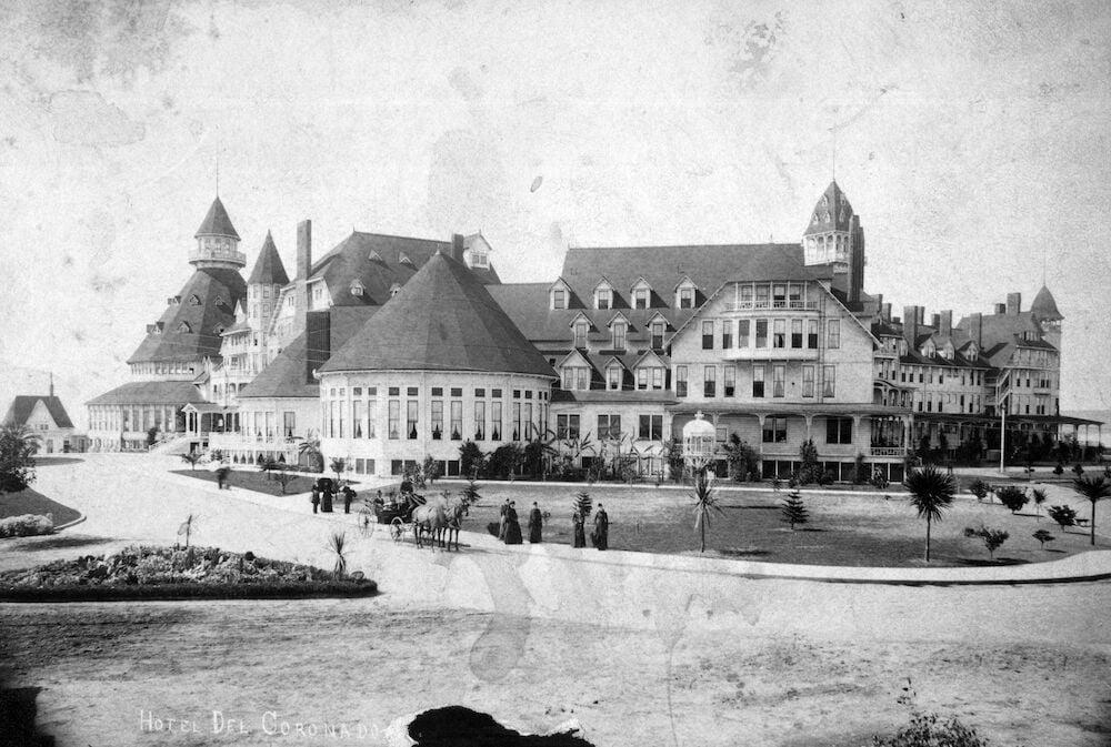 Hotel Del - exterior