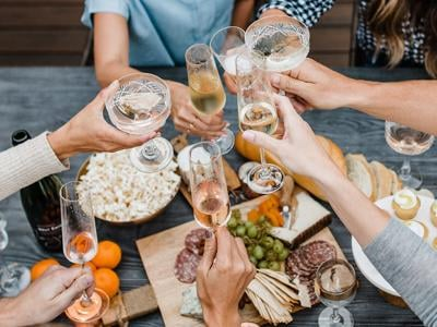 Virtual Wine Clubs / We Drink Bubbles Cheers