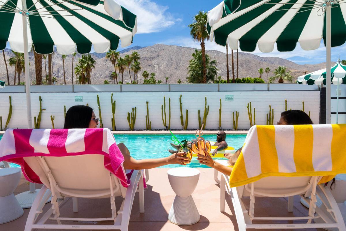 Palm Springs - pool