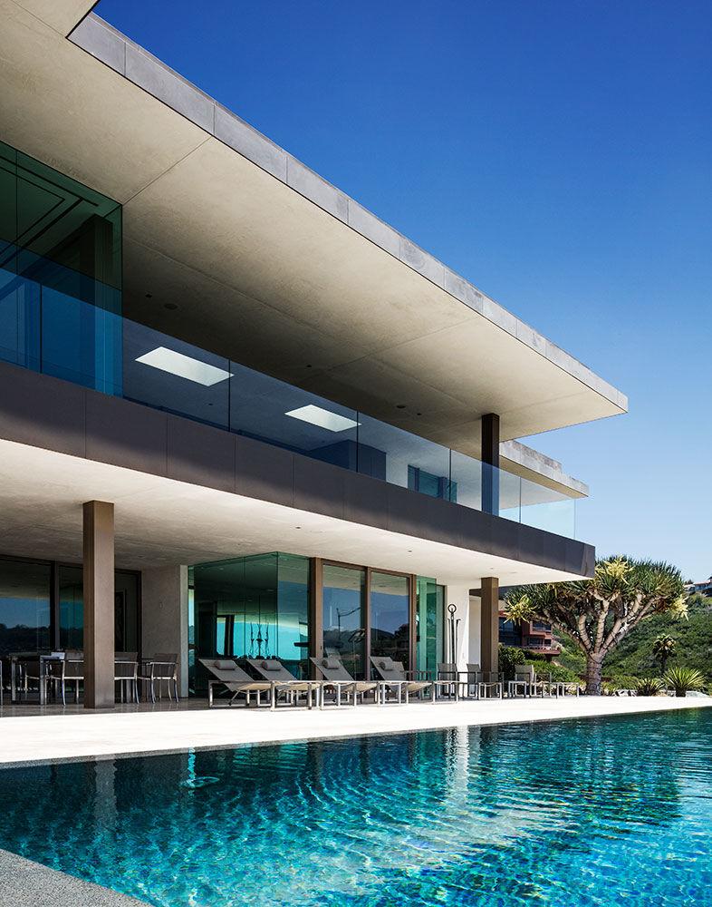 Inside a Contemporary La Jolla Glass House