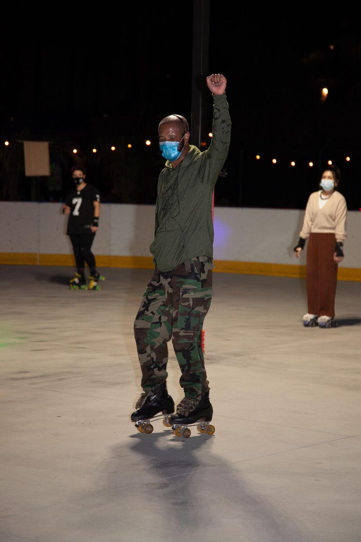 Rollerskate - fist up