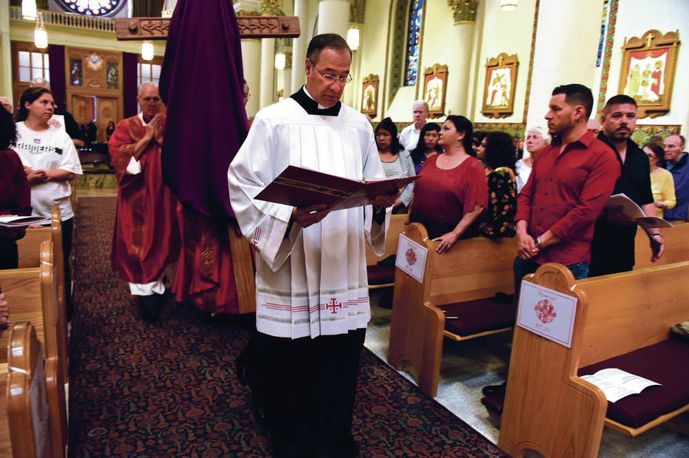 Popular Santa Fe cathedral rector announces departure