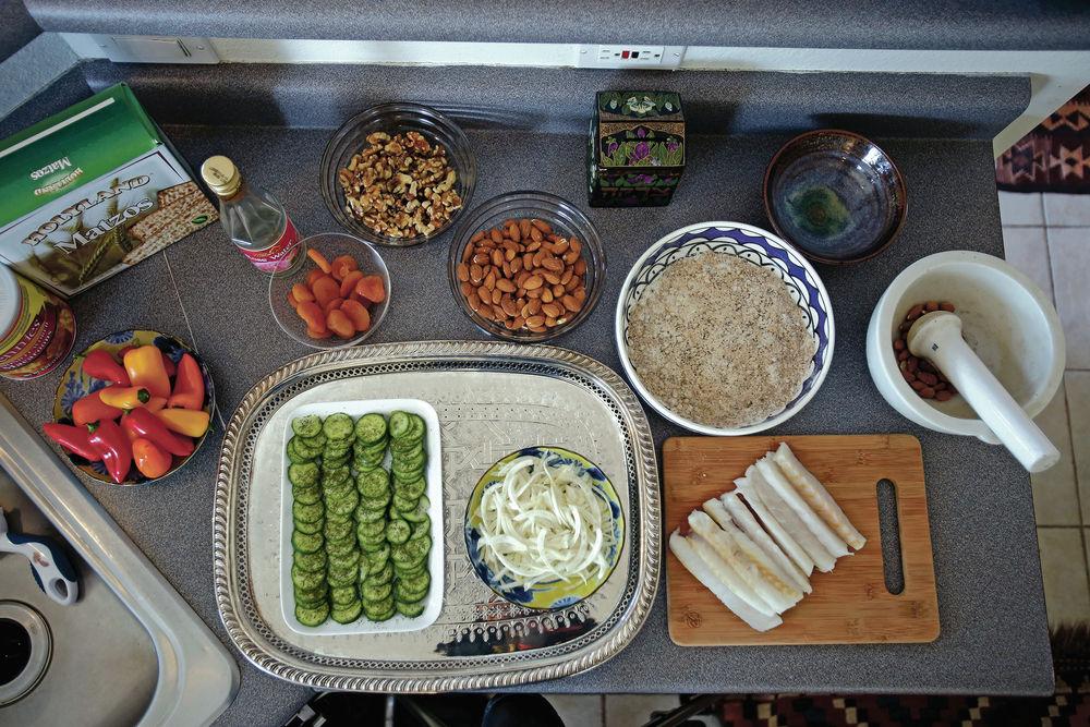 Santa Fe woman prepares a Sephardic Seder