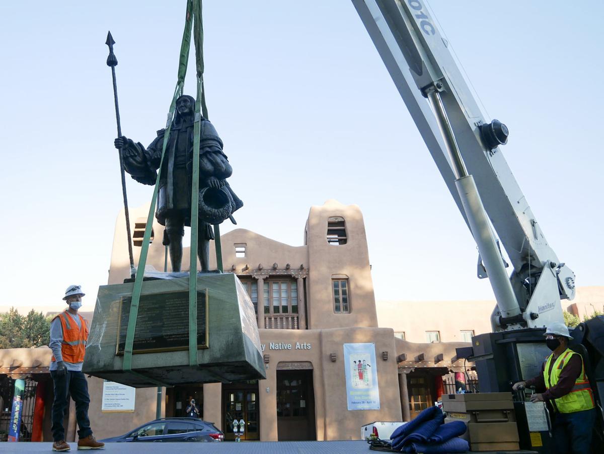 De Vargas Statue Removed Overnight Attempt To Move Plaza Obelisk Fails Local News Santafenewmexican Com
