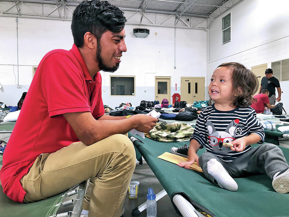 New Mexicans step up to aid asylum-seekers