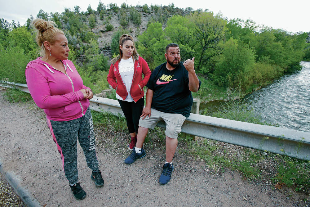 Family seeks body of man who was fleeing police, jumped into Pecos River