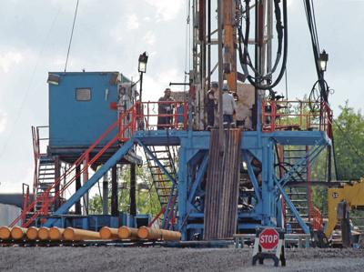 Obama finalizes rule to limit gas 'flaring' at drilling sites