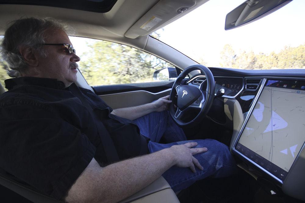 Tesla owners urge legislators to align old dealership law with new tech