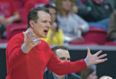 Whither Weir's wardrobe? Lobos coach wants to avoid distractions — like deciding what to wear