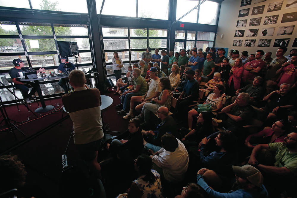 Packed crowd hangs on former Tour de France bicyclist Armstrong's words