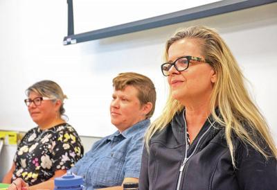 State director addressescommunity school issues